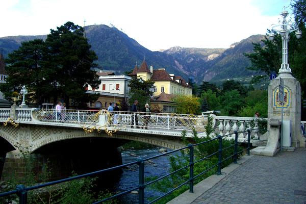Liberty italiano architettura merano ponte della posta for Disegni di ponte a 2 livelli